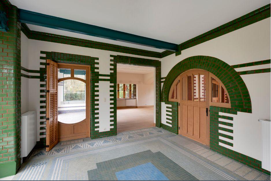 Villa L'Aube. De la salle à manger vers le salon (photo  © JL Deru  photo-daylight.com)