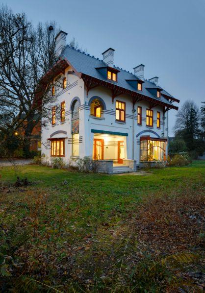 Villa L'Aube. Vue sud-ouest, depuis le jardin (photo  © JL Deru  photo-daylight.com)
