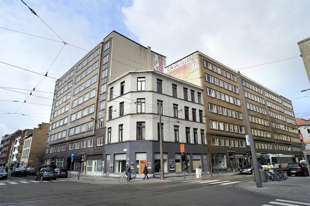 De Fierensblokken domineren de hoek van de Nationalestraat en de Kronenburgstraat. Foto: Wim Hendrix