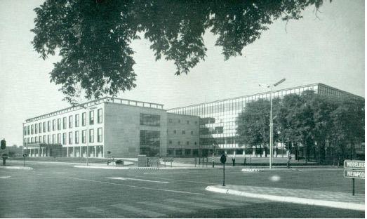 Oostende, stadhuis ontwerp van architect Victor Bourgeois / 1954 Foto uit: Albert Bontridder, Le Dialogue de la lumière et du silence, Antwerpen, 1963.