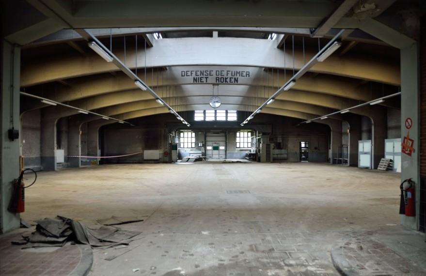 Ancien garage pour corbillards, avenue du Cimetière de Bruxelles 114-116-124, hall du garage couvert d'une structure à six arches en béton armé (photo 2016).
