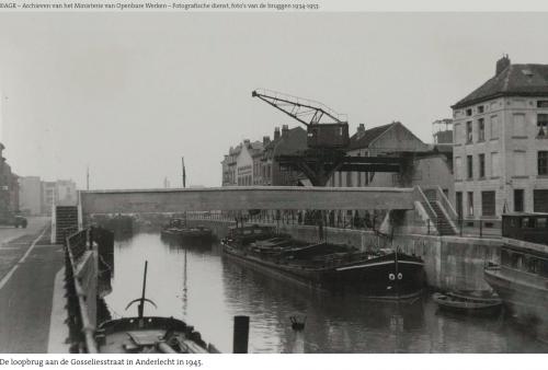 La passerelle de la rue de Gosselies à Anderlecht en 1945, ©AGR - Inventaire des archives du Ministère de Travaux publics
