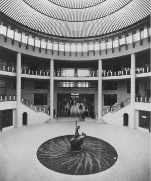 Galerie Ravenstein, vue dans la rotonde vers 1960 ©CIVA/AAM