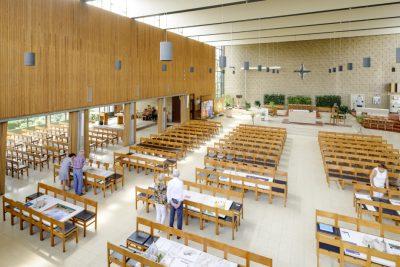 Studentententoonstelling KU Leuven 2017-2018, docenten : Sven Sterken, Nicole Fröhlich, Karen Kesteloot in O.L.V.-kerk in Den Hout. Foto: Olmo Peeters